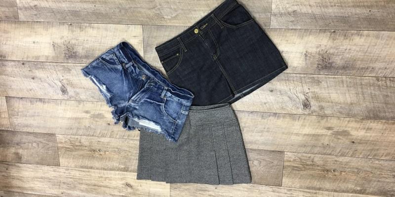 ミニスカートやショートパンツなど肌の露出が多いファッションは40代女性にはNG