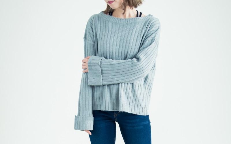 落ち着き・知的なカラーを選べば40代大人女性のファッションらしくコーデ出来る
