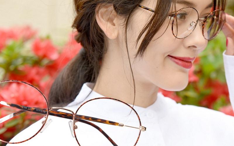 メガネの私、魅力アップできるのはこんな大人服♪